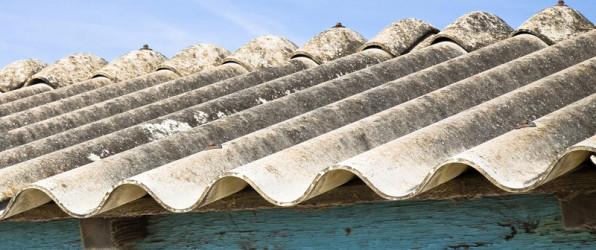 Foto van asbestdak. Asbest verwijderen 2024 is het verbod op asbestdaken en -gevels